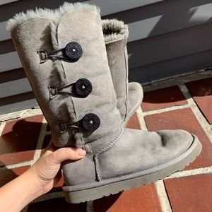 UGG Bailey Button Triplet II Grey Boots sz 7